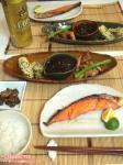 焼き鮭と3種の小さいおかず