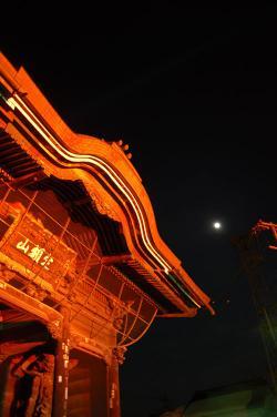 #008 月と仁王門