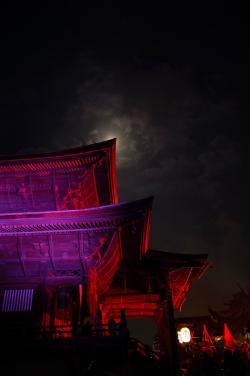 #025 善光寺に隠れる月