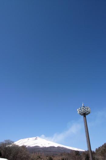 #004 浅間山と青空