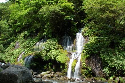 #001 吐竜の滝