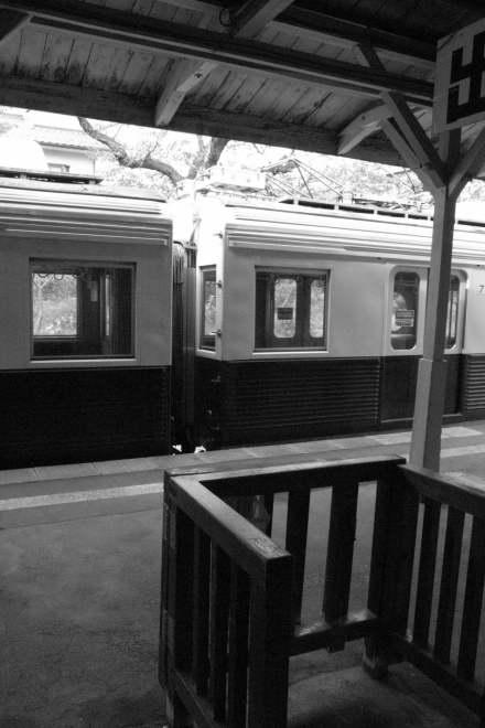 #001 客を待つ電車