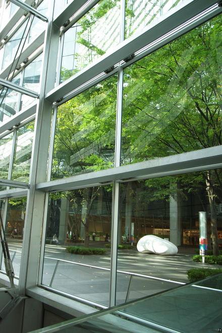 #003 ガラス棟内からの緑