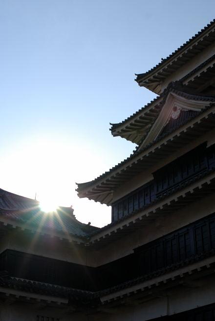 #006 松本城から太陽の光