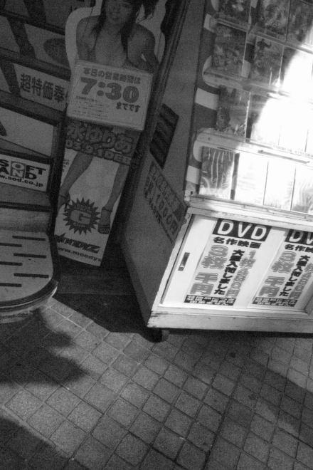 #002 DVDショップ
