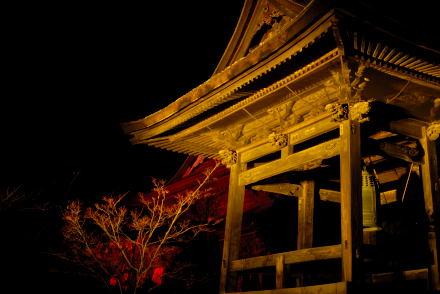 #002 金色に輝く鐘付き堂