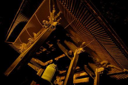 #003 金色に輝く鐘付き堂