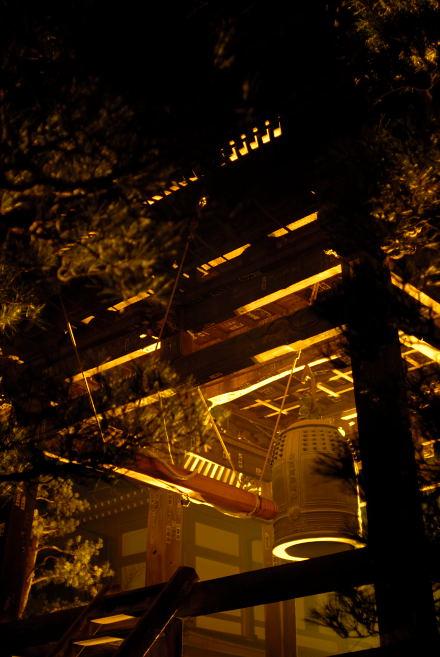 #004 金色に輝く鐘付き堂