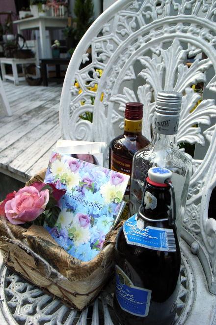 #002 美味しいお酒に合う花