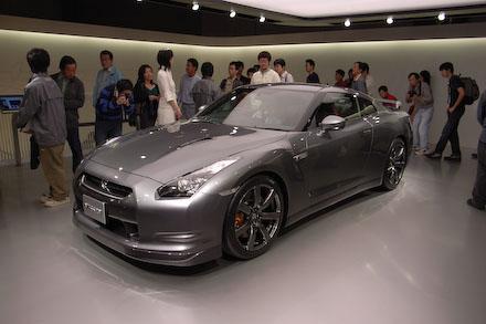 #002 NISSAN GT-R