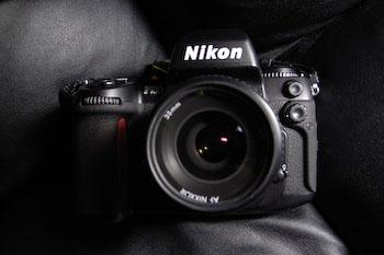 #002 Nikon F100