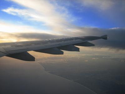 海岸線と夕焼けと青い空