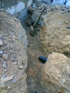 東擁壁際透水管位置