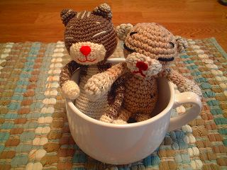 cats_in_mug.jpg