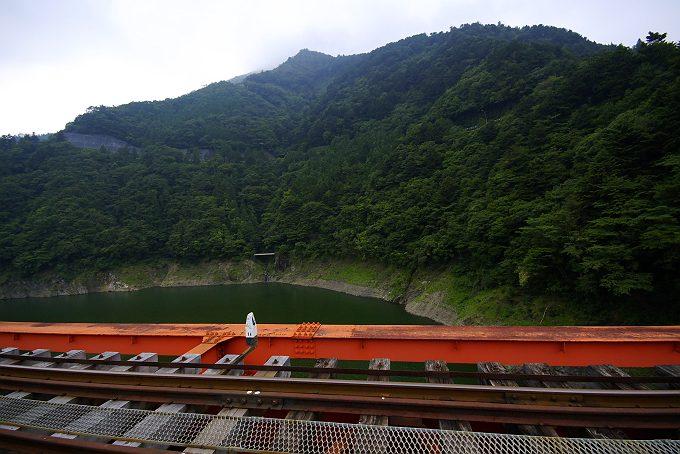 夏の井川線奥大井湖上駅 2