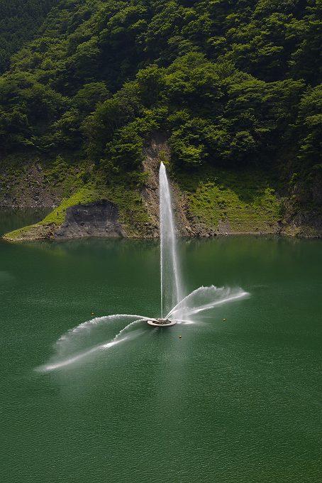 長島ダムの噴水