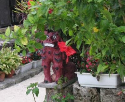 面白い顔のシーサーby竹富島