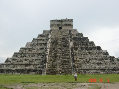 cancun_chichen_pyramid2_s