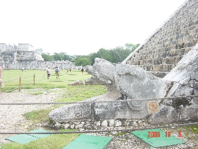 cancun_chichen_pyramid5_s