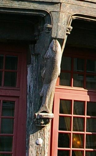 maison du saumonの彫刻