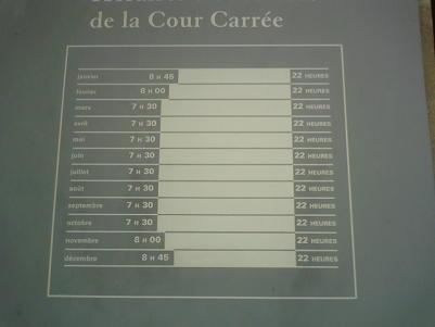 中庭の開館時間。写真中のフランス語のタイトルが完全に写ってなくてごめんなちゃいね
