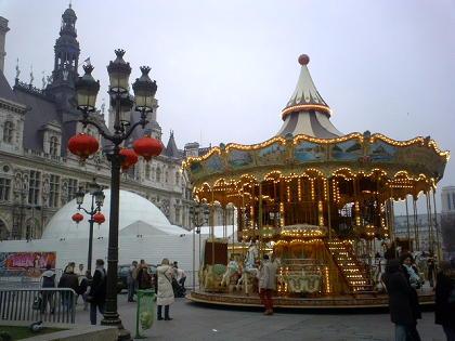 パリ市庁舎前