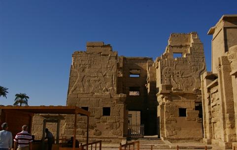ラムセス3世葬祭殿入り口