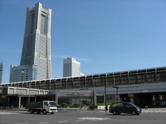 240px-Sakuragicho-station_and_Yokohama_Landmark_Tower.jpg