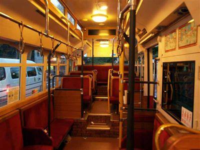 Yokohamacitybus_4-3776_cabin_R.jpg