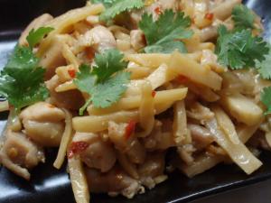 竹の子と鶏肉のナンプラー炒め