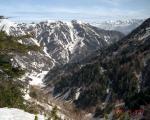 ハシゴ谷乗越から後ろ立山連峰がちらり