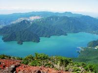 中禅寺湖と皇海山