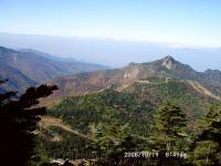 26 笠ヶ岳と霞む北アルプス