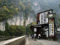 13 井倉洞への道