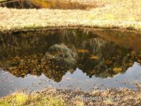 池ノ平の池塘に映るチンネ・小窓の王