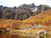 平の池と八峰上部