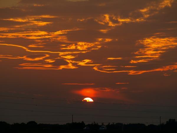 気持ちの良い夕陽はしばらく見てません~
