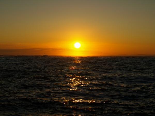 夕陽と波~