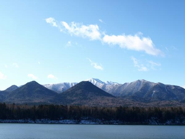 遠くの山は冬~