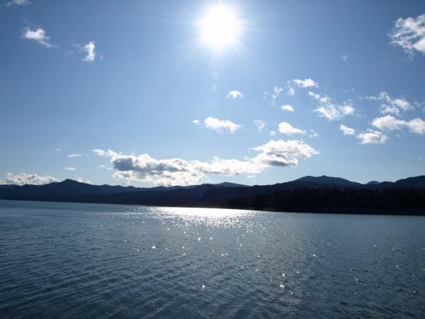 空も湖もきらきら。。
