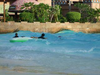 波のプール