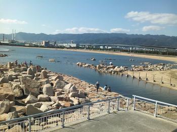 8 海辺には水遊び場が.jpg