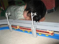 気がついたらレールに顔を並べておやすみなさい。