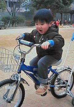 自転車に乗って・・・大喜びのとんきち