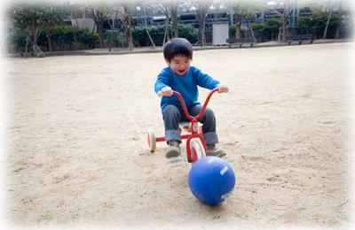 三輪車でサッカー・・・?
