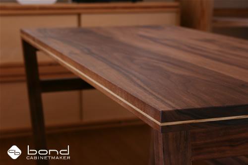 ウォールナットのカフェテーブル 新作キャビネットメーカーオリジナルデザイン