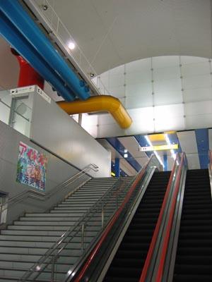 みなと未来駅 エスカレ-タ-見上げ