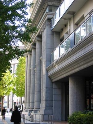 旧東京三菱銀行横浜中央支店斜め.