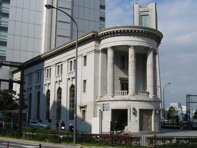 旧第一銀行横浜支店斜め
