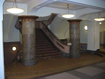 横浜文化情報センタ-2階階段